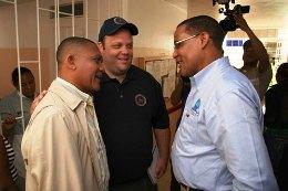 Dr. Peralta, director del hospital de Miches - John R. Gagain, Copdes - Bernardo Santana Páez