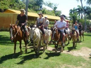en caballo explorando la belleza natural ...