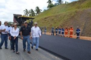 Castillo: El Gobierno entregará a fin de año tramo carretero Uvero Alto.