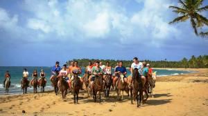 cabalgata en la playa Limon